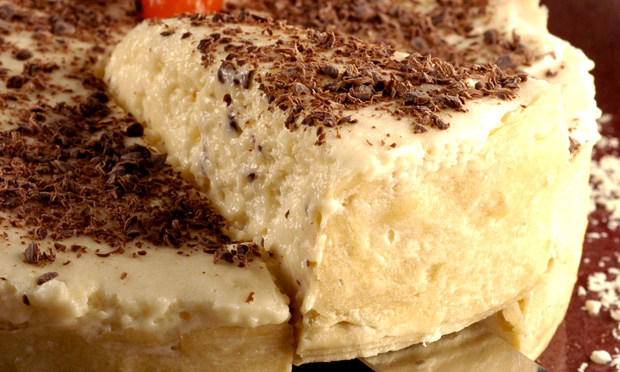 Torta de chocolate branco e maracujá