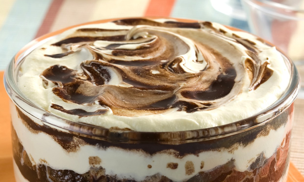Pavê de leite condensado e chocolate em pó
