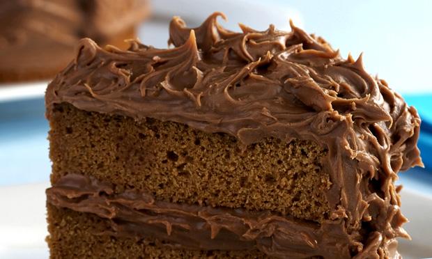 Bolo com recheio de chocolate meio amargo