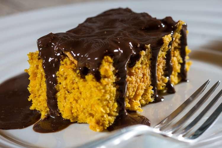 Bolo de cenoura com cobertura de chocolate (Dukan)