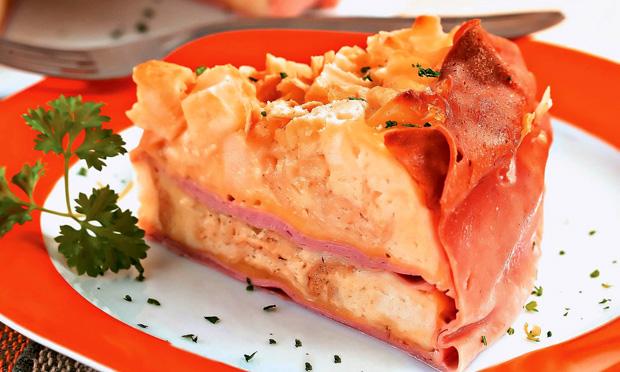 Torta de mortadela e queijo