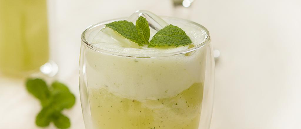Suco detox de abacaxi, hortelã e linhaça