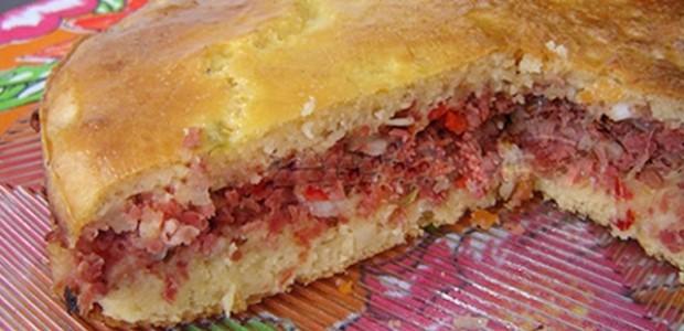 Torta salgada de calabresa e palmito