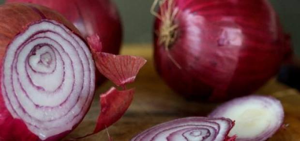 Cebola roxa – protege contra câncer, cura hemorragia no nariz, dor de garganta, fortalece o coração e muito mais