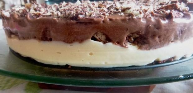 Torta gelada com chocolate Bis