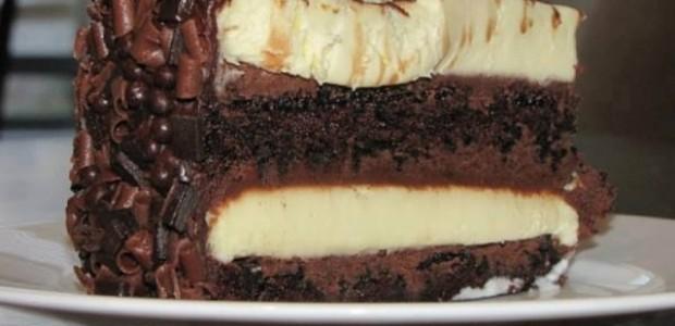 Bolo mousse de chocolate branco e preto