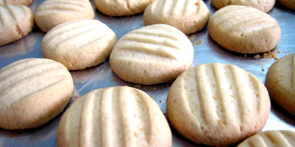 Biscoito de polvilho e leite condensado