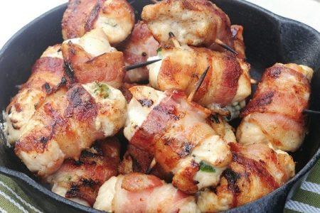 Filé de frango enrolado com bacon e mussarela