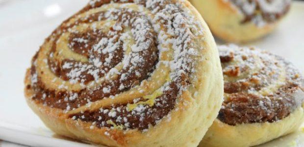 Pão doce recheado com brigadeiro