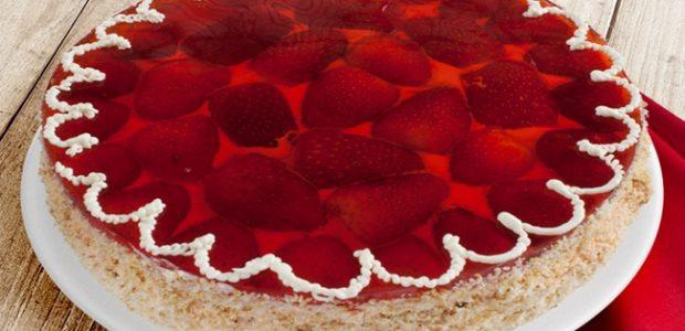 Bolo de gelatina de morango com suspiro
