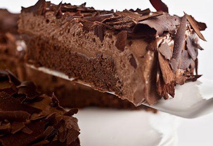 Torta mousse de chocolate com brownie