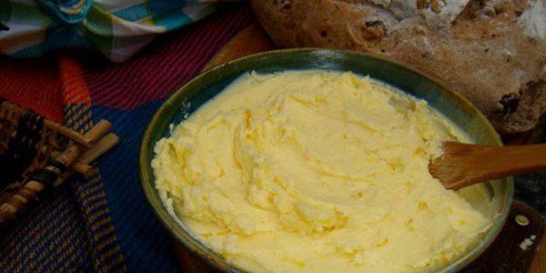 Manteiga caseira com dois ingredientes