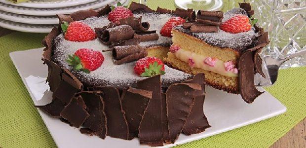 Bolo de Leite Ninho com Morango e Chocolate