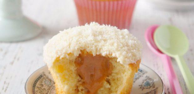 Cupcake de coco e doce de leite