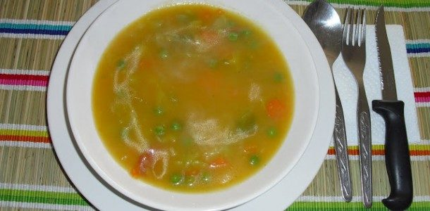 Sopa de frango de macarrão
