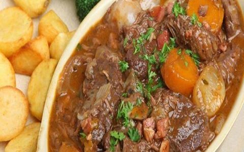 Carne de Panela com Batata e Cenoura