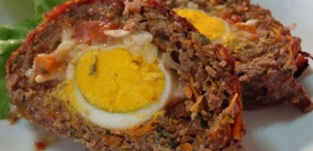 Rocambole de carne moída e ovo