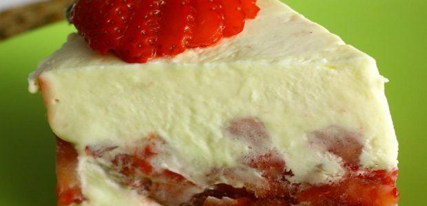 Torta mousse de chocolate branco e morango