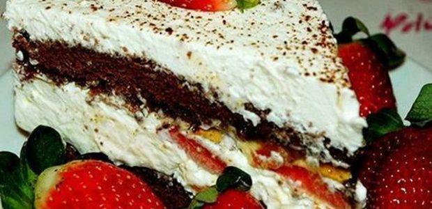 Torta italiana de chocolate e morango