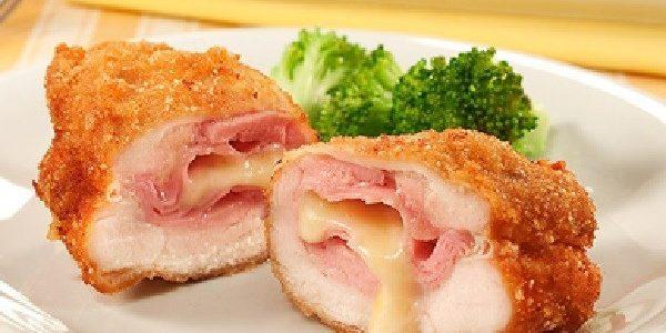 Sobrecoxa de frango recheada e empanada